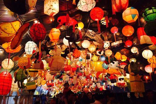 Du lịch mùa hè Hàn Quốc - Lễ hội lồng đèn hoa sen