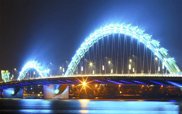 Cầu Rồng - địa điểm du lịch nổi tiếng ở Đà Nẵng